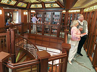 Cruise Queen Elizabeth QE Library