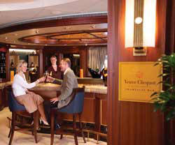 7 Seas LUXURY Cruise Cunard Cruise Queen Mary 2 qm 2 Champagne Bar