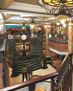 7 Seas LUXURY Cruise Cunard Cruise Queen Mary 2 qm 2 Royal Arcade